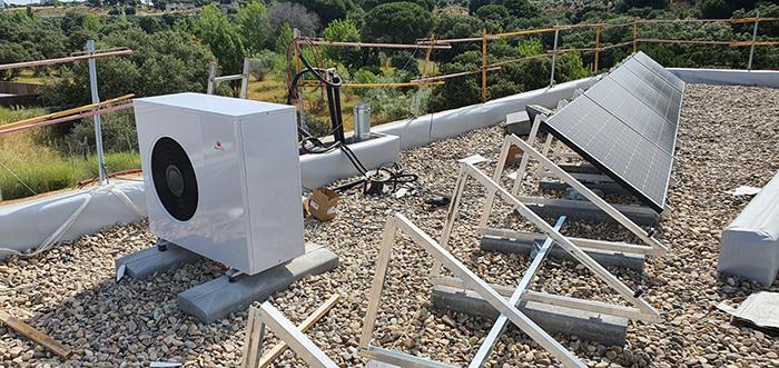 Instalación de aerotermia con energía solar por Eficiencia Bioclimática
