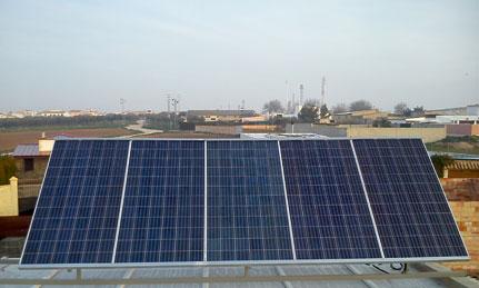 Imagen de frente de placas solares