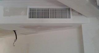Instalación de aire por conductos en una vivienda