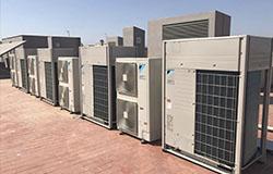 Unidades exteriores de climatización y ventilación de las oficinas