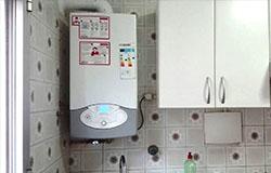 Nueva caldera de condensación mixta instalada en una cocina