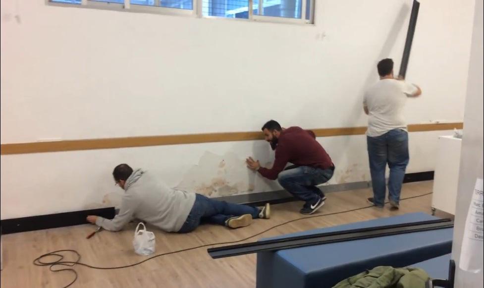 Alumnos trabajando en la instalación