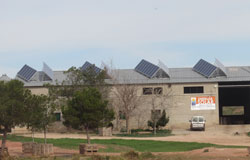 Paneles solares fotovoltaicos en granja